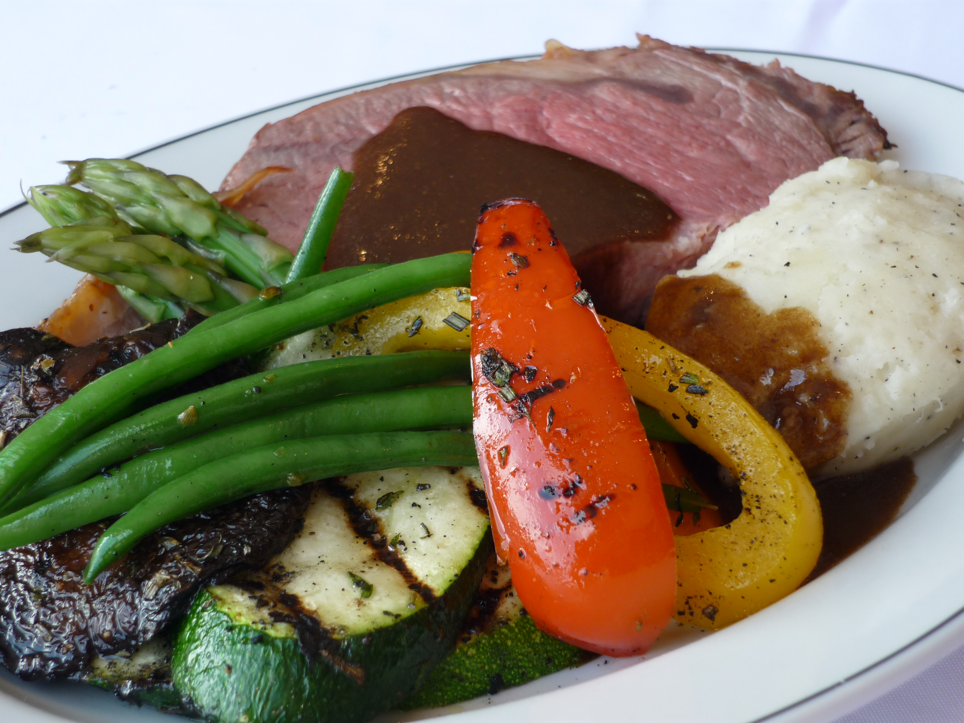 roasted prime rib with au jus horseradish da silva catering. Black Bedroom Furniture Sets. Home Design Ideas